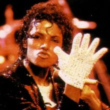 michael-jackson-s-famous-glove-auctioned-on-ebay-21