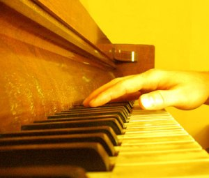 piano-lessons-playing